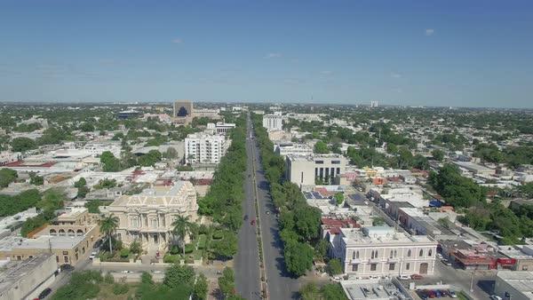 Aerial view of historic ave paseo montejo merida yucatan for Construccion de piscinas merida yucatan