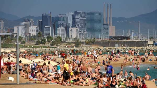BARCELONA, CATALONIA, SPAIN - Circa October, 2014 - Visitors enjoy the sunny beaches of Barcelona in the early Fall. Royalty-free stock video