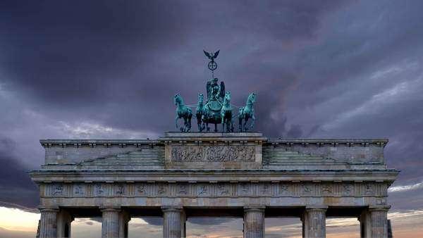 Αποτέλεσμα εικόνας για brandenburg gate dark clouds
