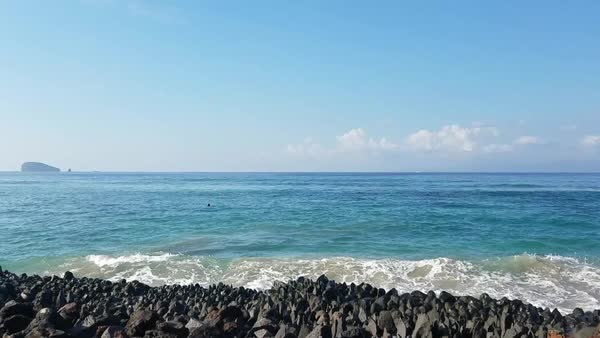 The Indian Ocean At A Beach Resort In Bali Indonesia D915 15 010