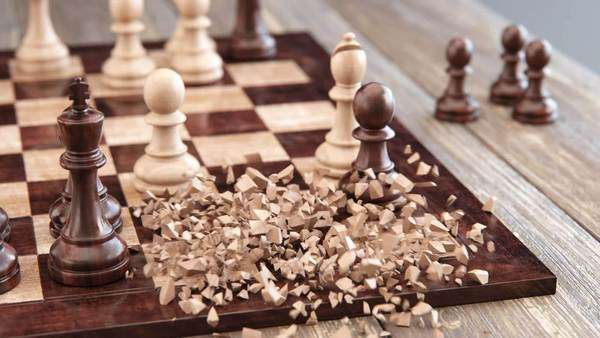 Transformation of pawn in to queen on chessboard Royalty-free stock video