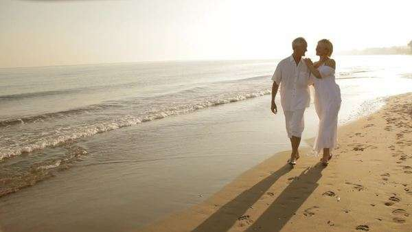 pan shot of senior couple running on beach Royalty-free stock video
