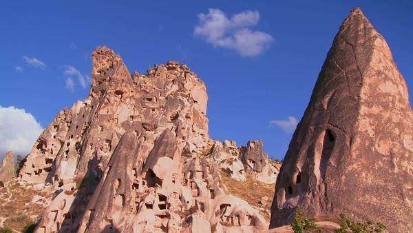 9711243114a Bizarre geological formations looks like a cowboy wearing a hat at ...