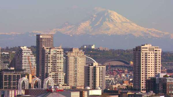 Telephoto shot of Mt. Rainier looming over the skyline of Seattle, Washington. Royalty-free stock video