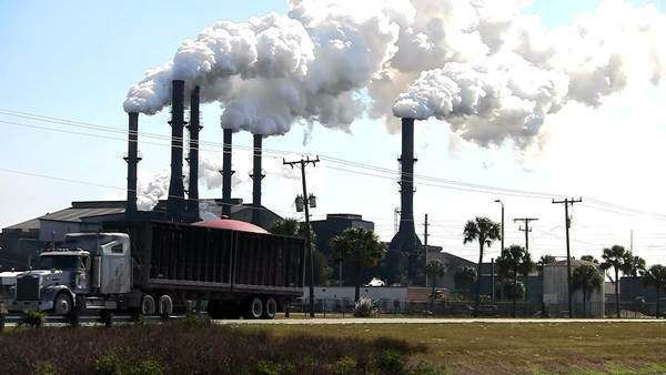 A power plant with smokestacks belches smoke into the air. Royalty-free stock video