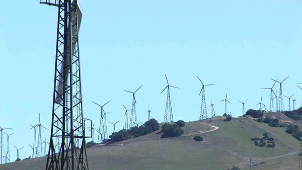 Close-up of one wind turbine with numerous turbines in the distance at Tehachapi, California. Royalty-free stock video