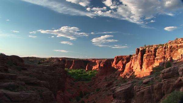 Long shot of Canyon De Chelly National Monument in Arizona. Royalty-free stock video