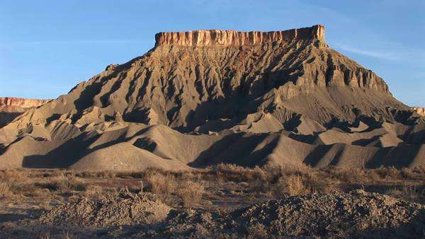 Long shot of a magnificent desert formation that looks like a fortress. Royalty-free stock video
