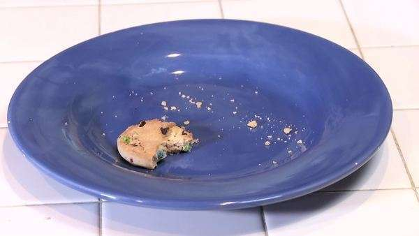 A half eaten cookie on an empty plate with crumbs. Royalty-free stock video