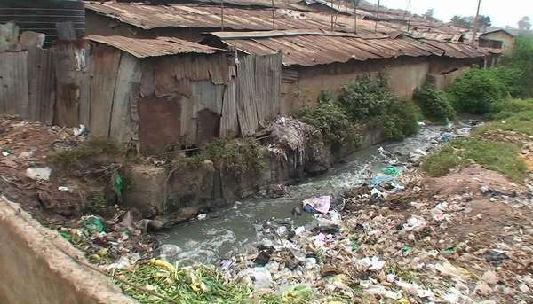 Polluted water flowing in an unhealthy slum. Royalty-free stock video