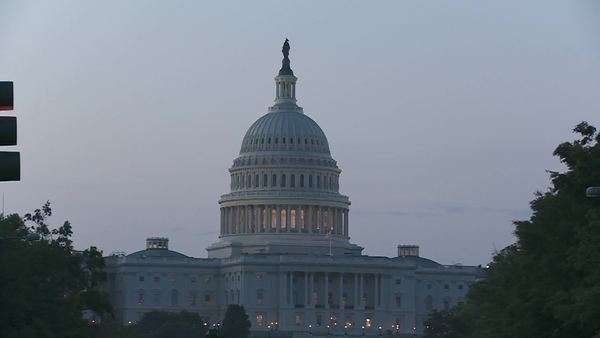 A zoom into the Capitol Building in DC at dusk. Royalty-free stock video