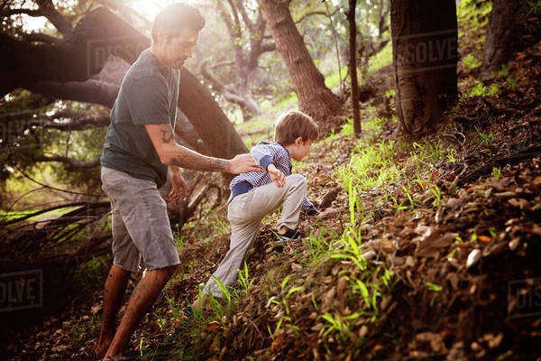 Father playing with son (6-7) outdoors Royalty-free stock photo