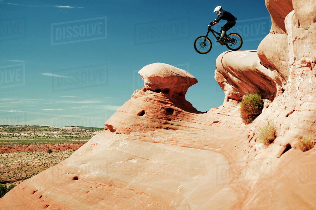 Downhill biker about to go off ledge Royalty-free stock photo