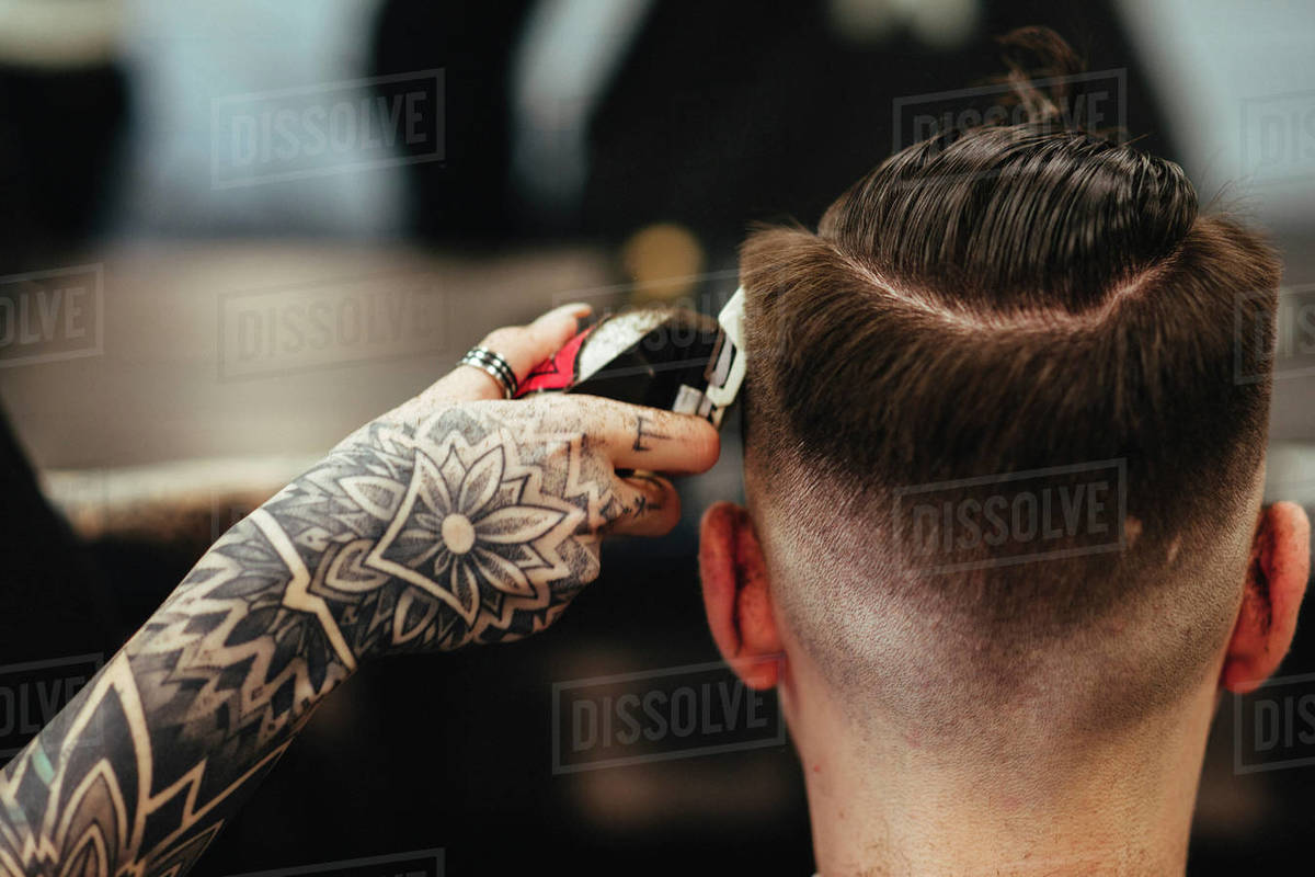 Cropped Hand Of Female Barber Cutting Male Customer S Hair In D1061 241 439