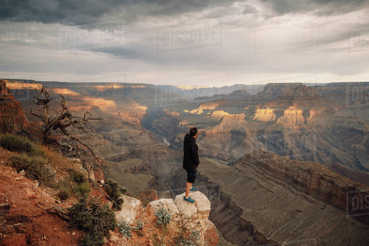Man observe the sunset over grand canyon Royalty-free stock photo