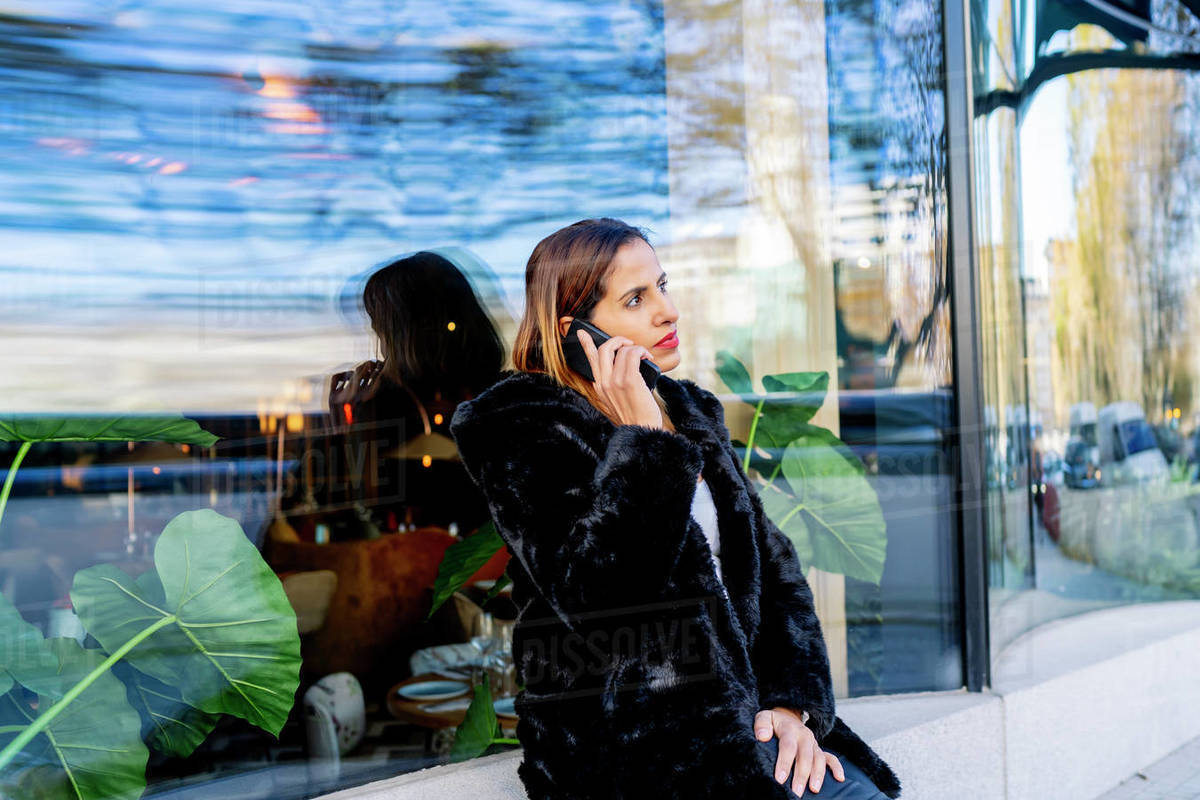 Executive woman in the city talking on her smartphone Royalty-free stock photo
