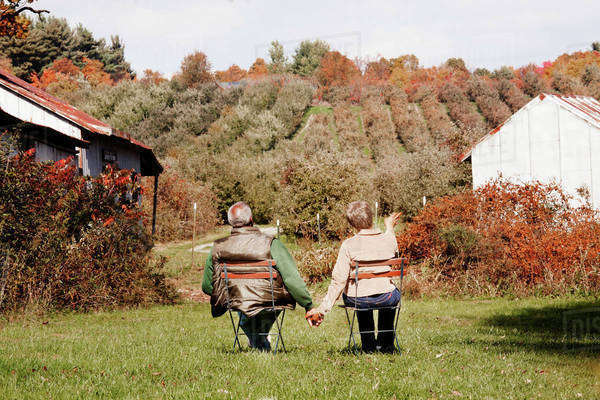 Senior couple picking leaves in park Royalty-free stock photo