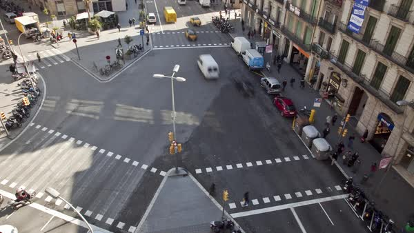 Timelapse of traffic at an intersection in Barcelona Royalty-free stock video