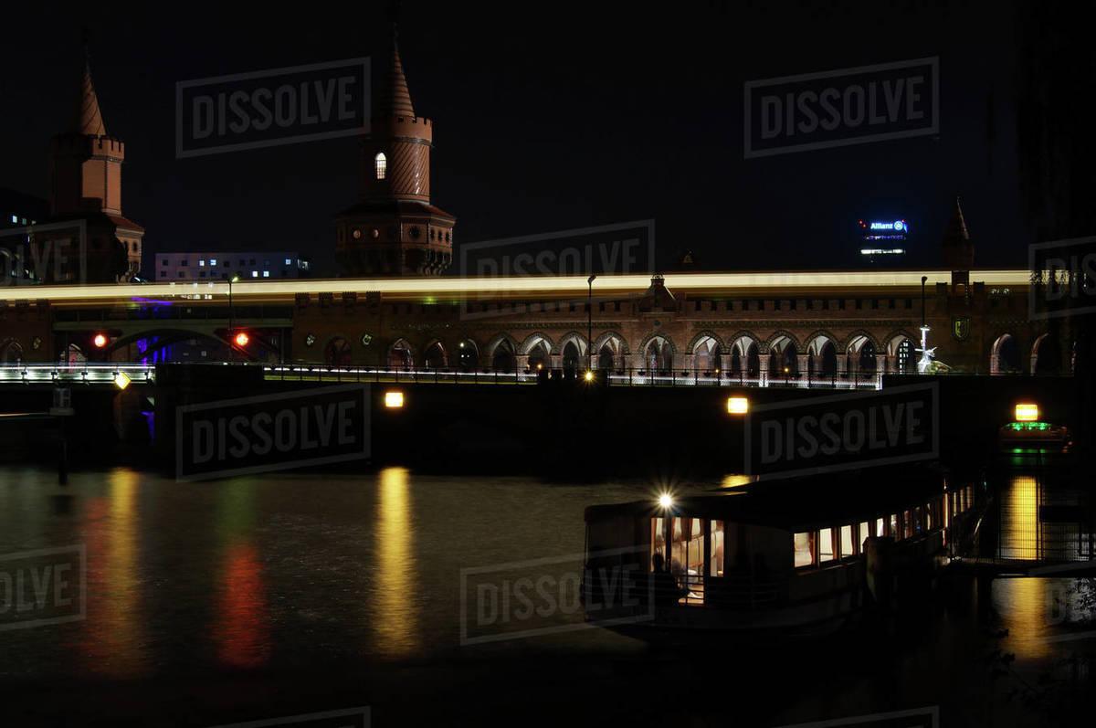 Oberbaum Bridge in the night Royalty-free stock photo