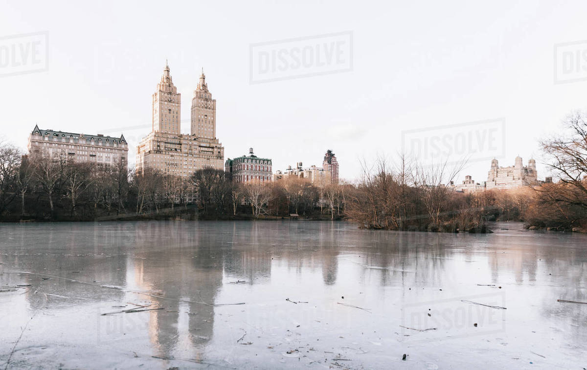 Skyline, trees at river/lake during Autumn in Central Park Royalty-free stock photo