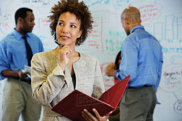 African businesswoman brainstorming with co-workers Royalty-free stock photo