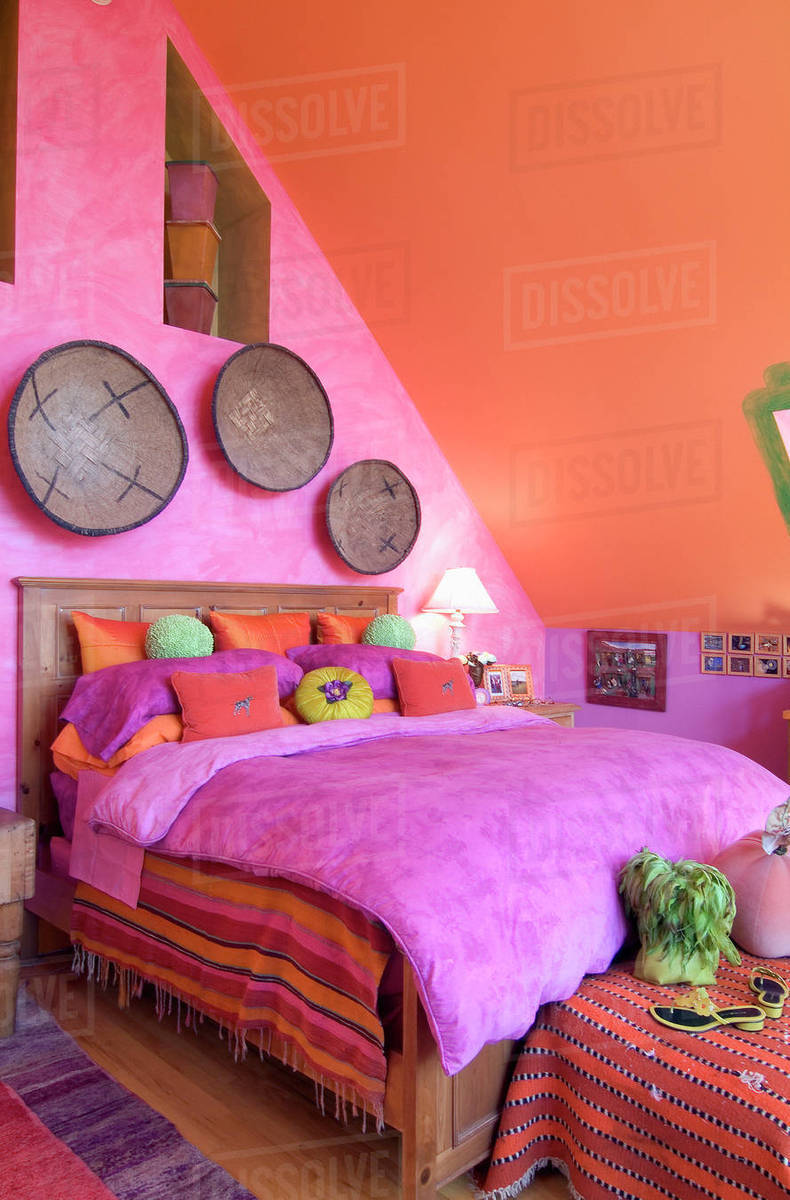 Bright pink and orange bedroom D145_200_395