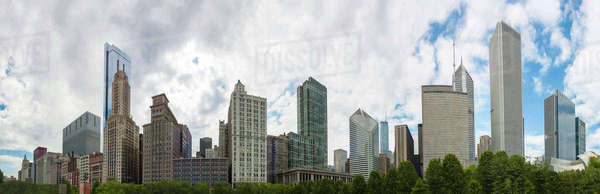 Chicago skyline overlooking urban park, Chicago, Illinois, United States Royalty-free stock photo