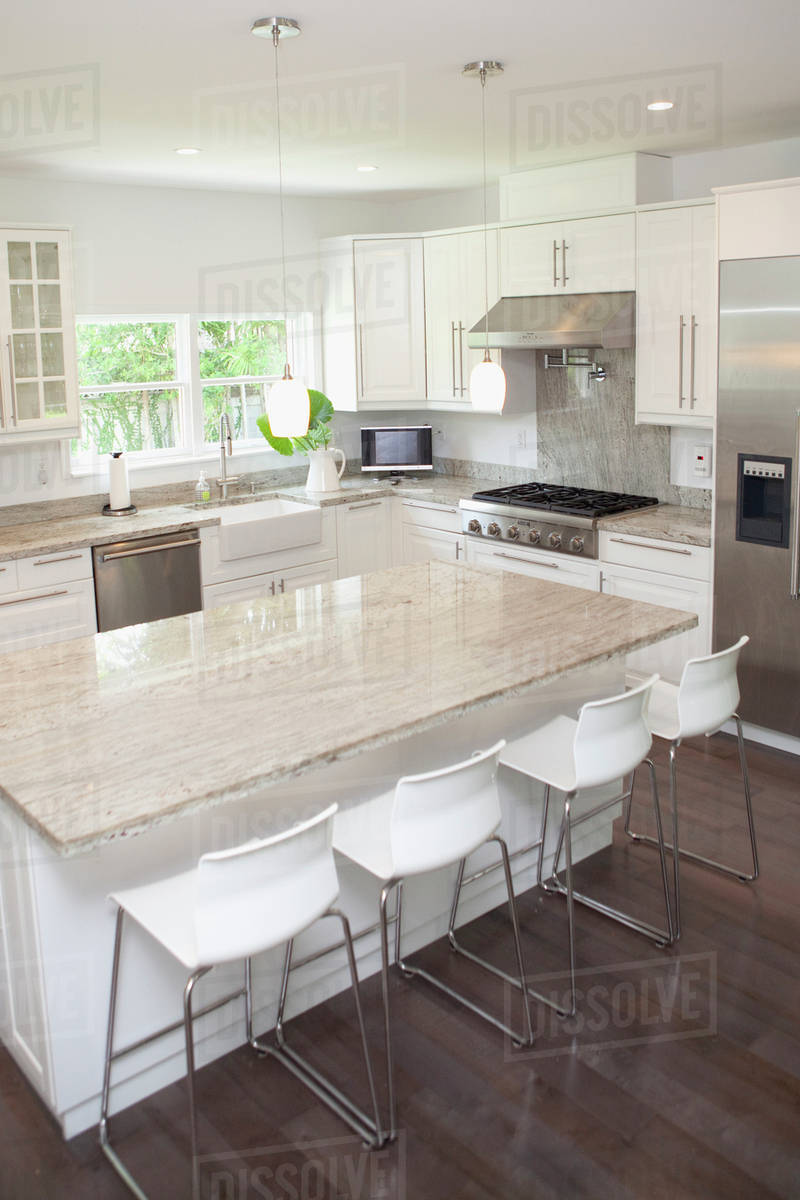 buy online 3ef22 37e97 Breakfast bar, stools and counters in modern kitchen stock photo