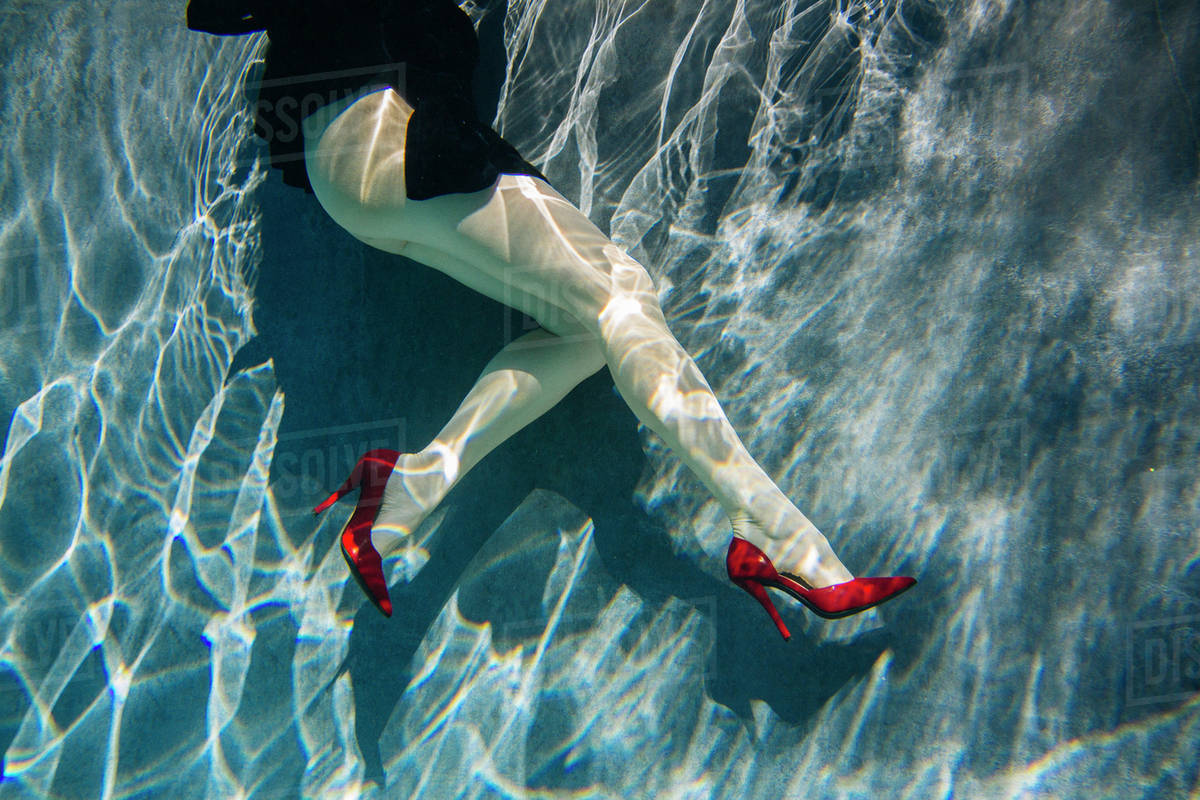 f41903c08b Legs of woman wearing high heels in swimming pool - Stock Photo ...