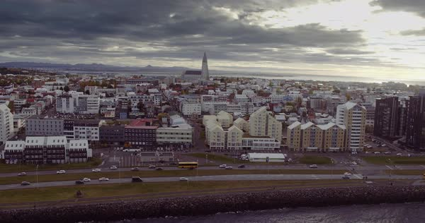 REYKJAVIK, ICELAND – SEPTEMBER 2016 : Aerial shot of central Reykjavik cityscape Hallgrim Church and ocean in view on a beautiful dayű Royalty-free stock video