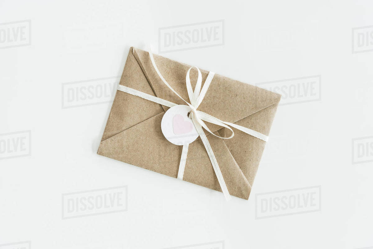 Kraft Envelope With Teg With Heart And Ribbon Isolated On D2115 27 221