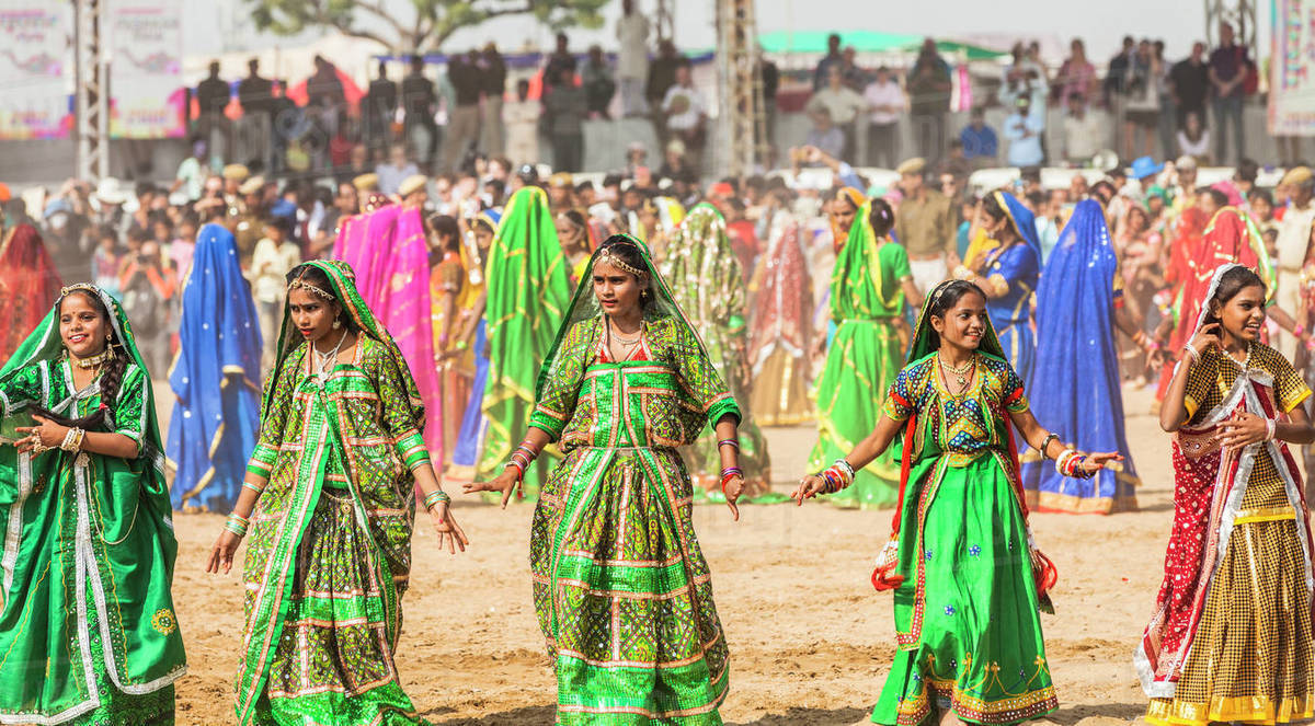 Female dancers at the opening ceremony of the Pushkar Camel Fair, Pushkar, Rajasthan, India, Asia Royalty-free stock photo