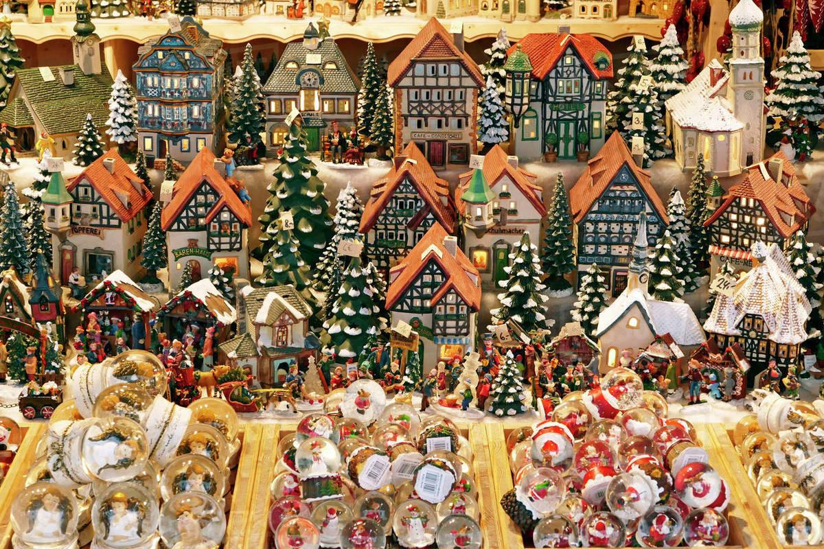 Salzburg Christmas Market.Christmas Market On Residenzplatz Square Salzburg Austria Europe Stock Photo