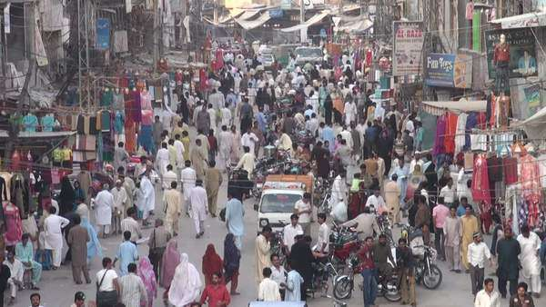 Colorful overview of the Rawalpindi bazaar Royalty-free stock video