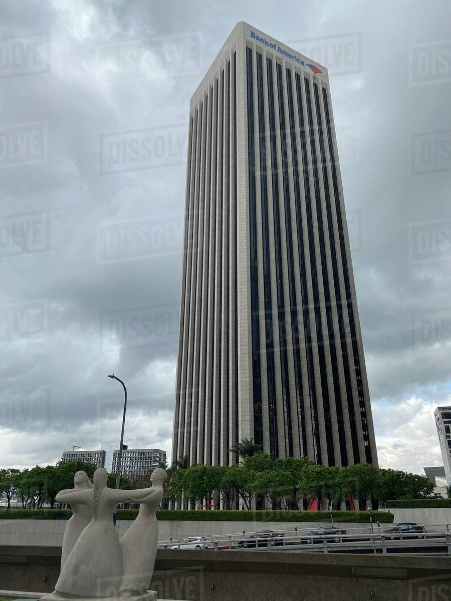 LOS ANGELES, CA, MAR 2020: Bank of America skyscraper with sculpture in foreground on overcast day in Downtown Royalty-free stock photo