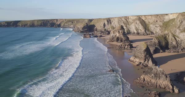 United Kingdom, Cornwall, Rugged Cornish coastlineand rock stacks at Bedruthan Steps Royalty-free stock video