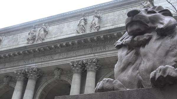 Establishing shot of the New York public library. Royalty-free stock video