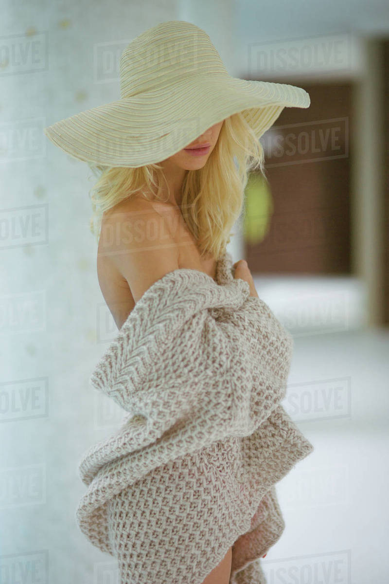 Woman standing in hat Royalty-free stock photo