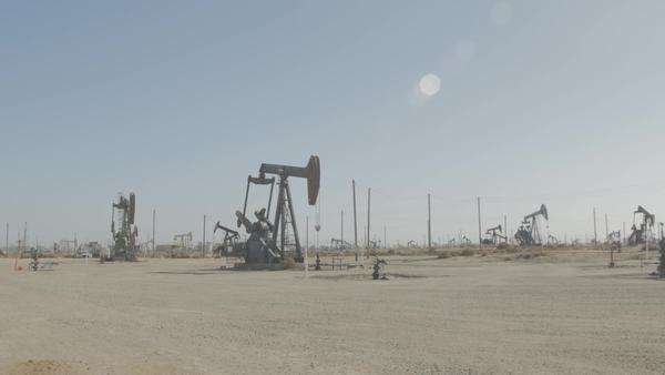 Wide shot of pumpjacks in an oil field Royalty-free stock video