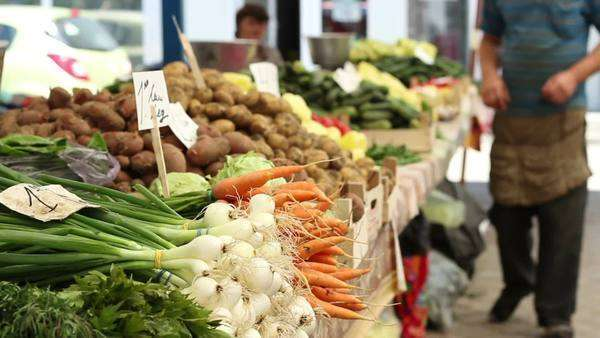Green onions, carrots, potatoes, cucumbers and other vegetables of spring, waiting for buyers in a traditional market for organic products Royalty-free stock video