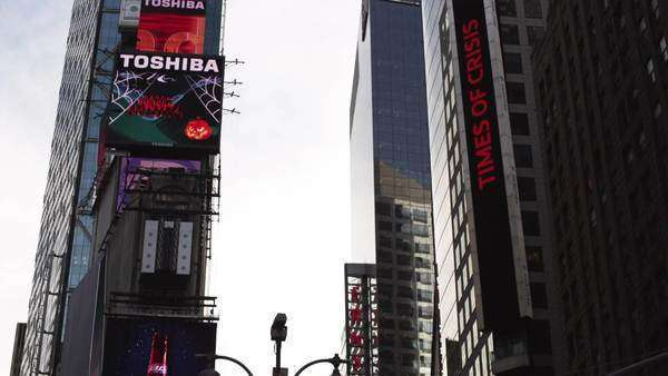 WS LA TU Electronic billboards on Time Square, New York City Royalty-free stock video