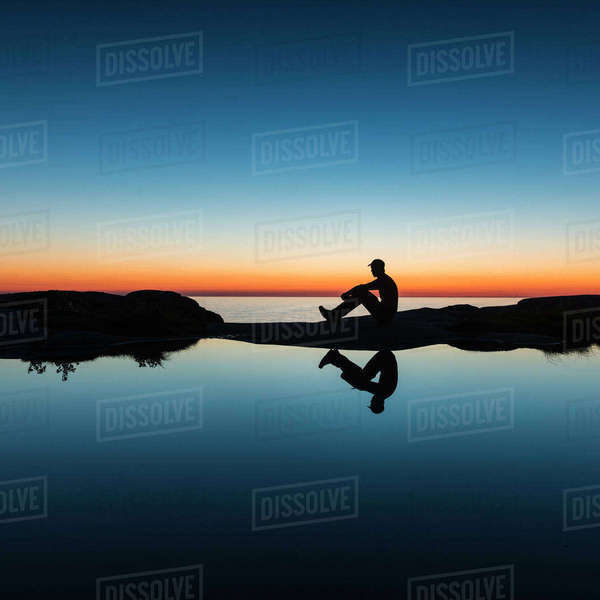 Silhouette of man at coast Royalty-free stock photo