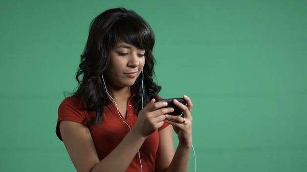 Young woman watching a movie on an iPod Royalty-free stock video