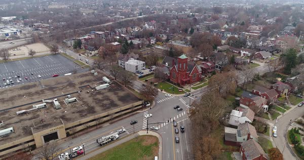 A reverse daytime aerial overcast winter establishing shot of Fifth Avenue and Penn Avenue intersection in Pittsburgh's Shadyside District.   Royalty-free stock video