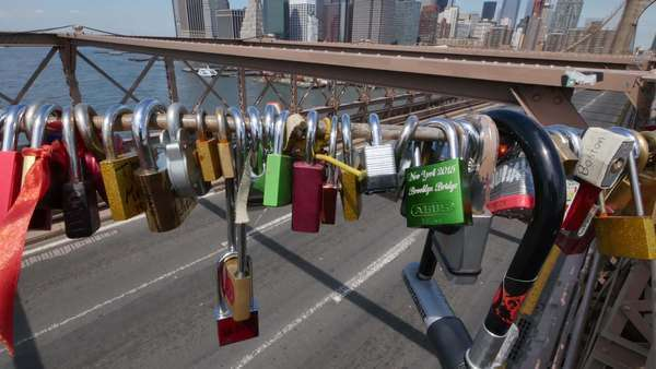 BROOKLYN, NY - Circa June, 2015 - Locks attached to the Brooklyn Bridge by passing tourists. Royalty-free stock video