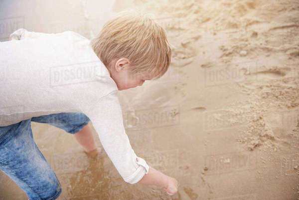 Boy drawing in sand Royalty-free stock photo