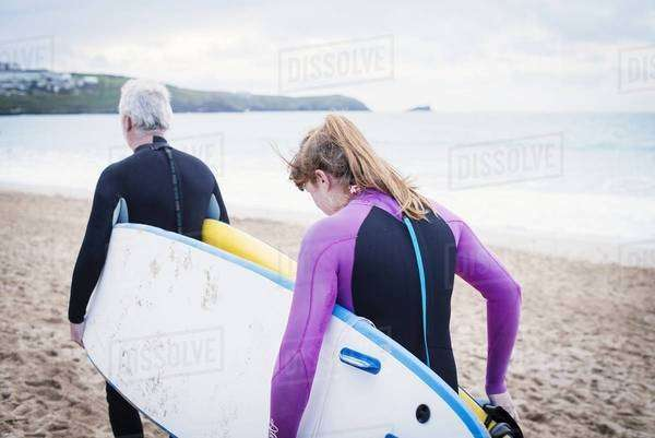 Couple with surfboard on beach Royalty-free stock photo